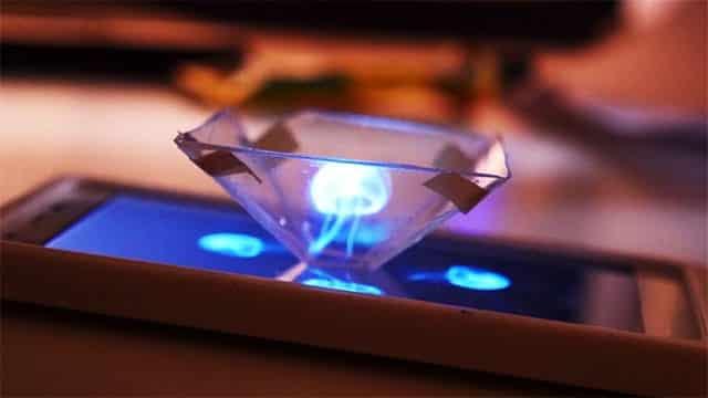 Cep Telefonunuzu 3D Hologram Projektörüne Dönüştürün
