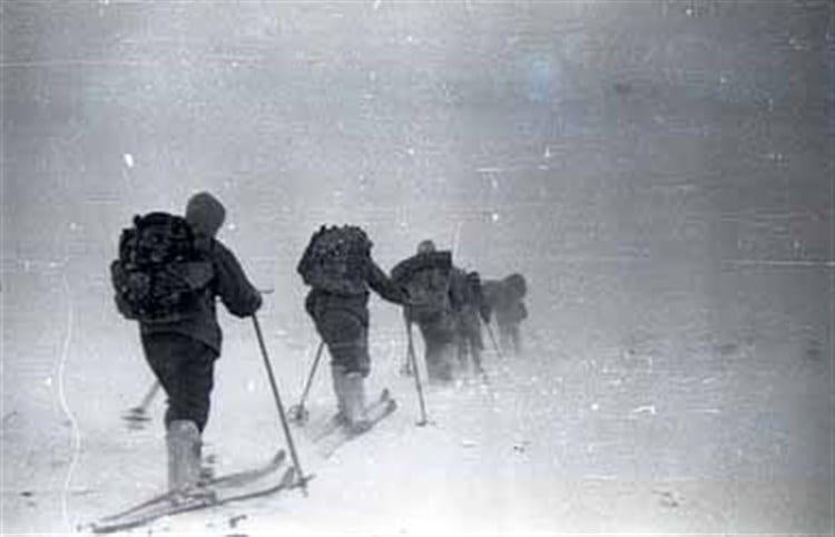 Dyatlov Geçidi Dağcılar Fırtınaya Yakalanıyor
