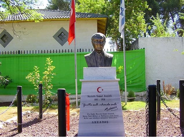 Yehud, İsrail Atatürk