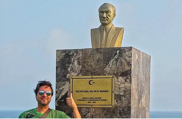 Peru Atatürk Heykeli