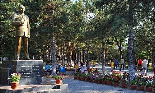 Kırgızistan Atatürk Heykeli