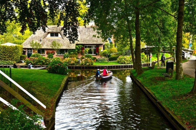 Giethoorn-Hollanda-Dünyanın-En-Güzel-Yeri